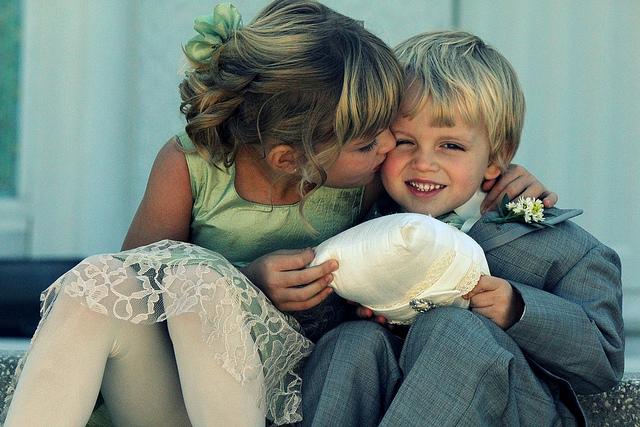 pocałunek dzieci