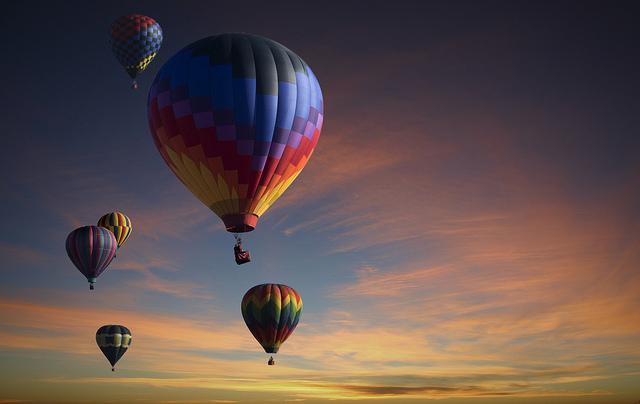 lot balonem na walentynki